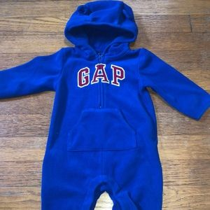Gap fleece outfit with good size 3-6 months